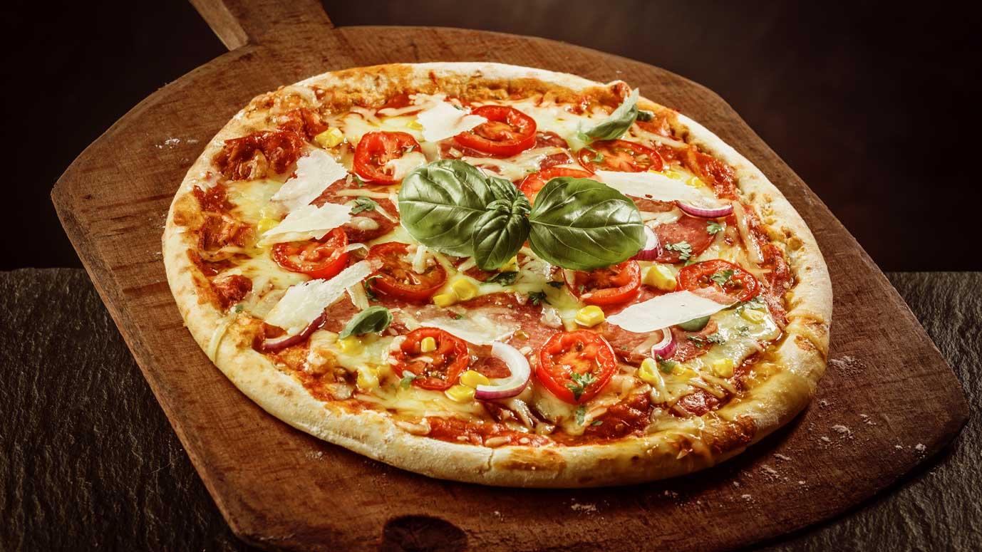 Schmackhafte Holzofen Pizza